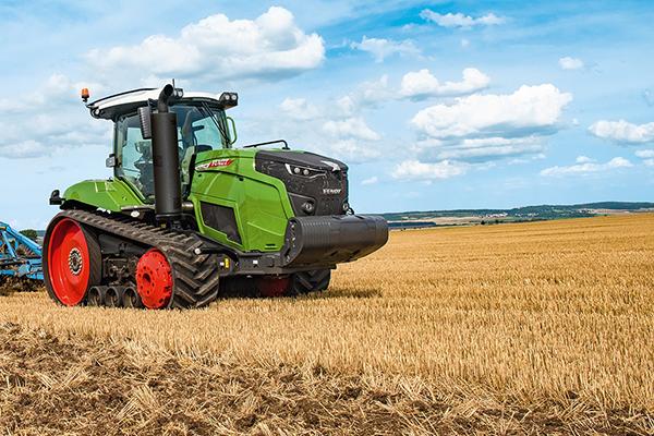 A 900 VARIO MT gumihevederes traktor is választható komoly extrákkal - Fotó: Axiál