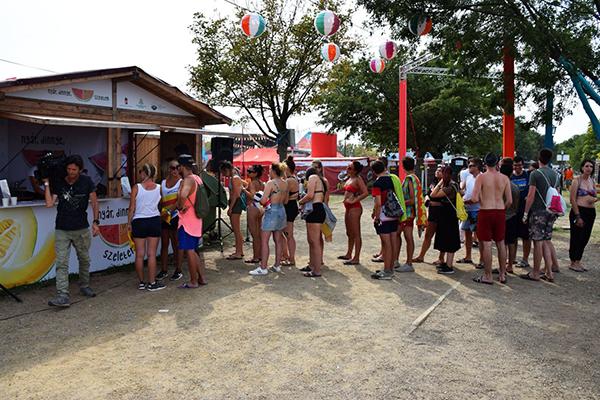 Zamárdiban, a STRAND fesztivál látogatói is megtudhatták, hogy kitolódott a hazai dinnyeszezon - fotó: AMC