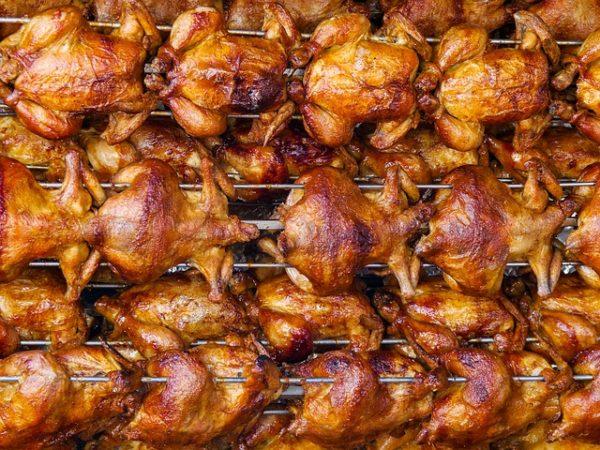 Német állatvédők egy csoportja szerint a drágább hús eredményeként keletkező többletbevételt állatjóléti fejlesztésekre, például istállók átépítésére, korszerűsítésére lehetne fordítani