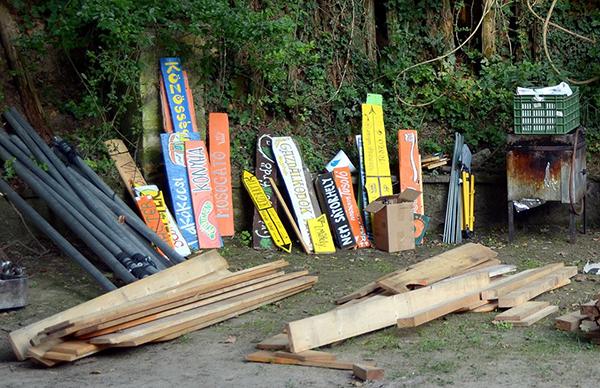Az irányjelző táblák a 2019-es Gyüttment Fesztivál rendezvényre - Fotó: www.gyuttmentfesztival.hu