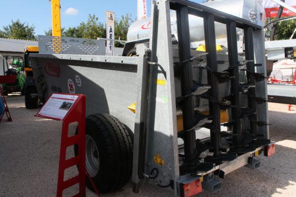 A Fliegl ADS 60 trágyaszóró a kisebb gazdaságok tulajdonosainak készülő letoló rendszerű trágyaszóró eszköz (Fotó: Magro.hu)