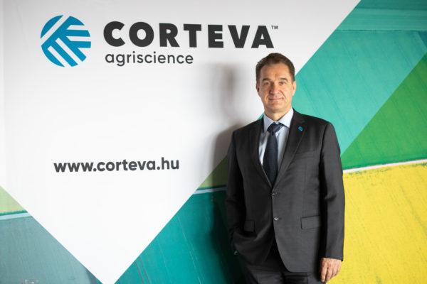 Rikk István, a Corteva Magyarország marketing vezetője a fiatalok mezőgazdaságról alkotott véleményét vizsgáló kutatás eredményeit is ismertette