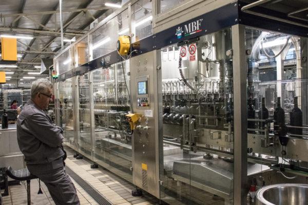 Óránként 14 ezer darabra nőtt a palackozás kapacitása - Fotó: Varga Pincészet