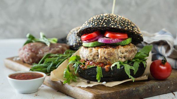 Kínában terjeszkedne a lendületben lévő műhúsipar - képünkön egy vegán hamburger