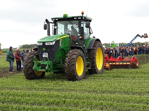 A John Deere, a világ vezető traktor- és mezőgépgyártó konszernje 2019-ben 5 százalékkal növelte az összes árbevételét