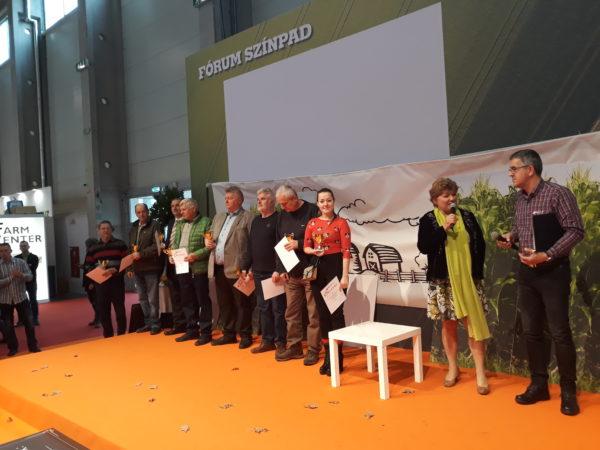 A Fórum színpadon sorakoztak fel az RAGT Kukorica Termelői Verseny győztesei