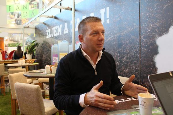 Imreh Gergő, a Natur Agro Kft. szakmai igazgatója az AGROmashEXPO-n magyarázta el a biostimulátorok fontosságát - Fotó: Magro.hu