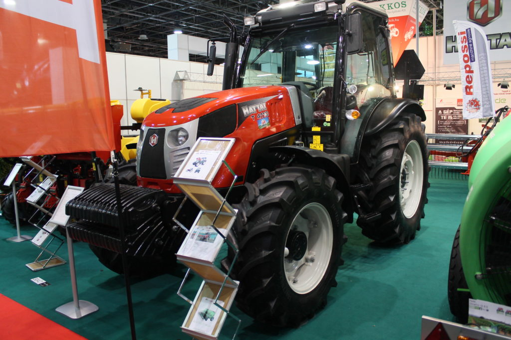 A Hattat traktorok a Lakkos Kft. gépkínálatának legkeresettebb termékei közé tartoznak - Fotó: Magro.hu
