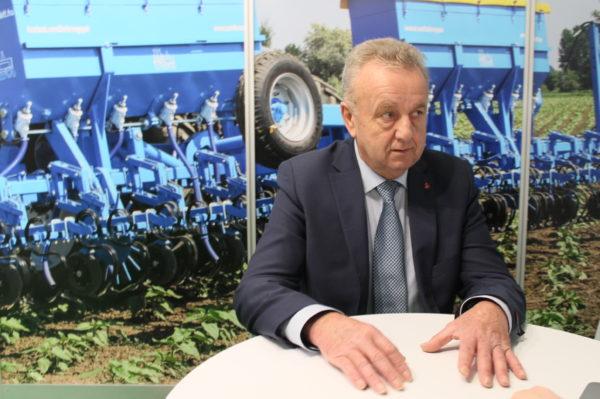 Az OMIKRON Kft. ügyvezetője, Gubacsi Imre beszélt az Év Magyar Mezőgépe 2020 díj harmadik helyét elnyerő magyar kultivátorfejlesztésről - Fotó: Magro.hu