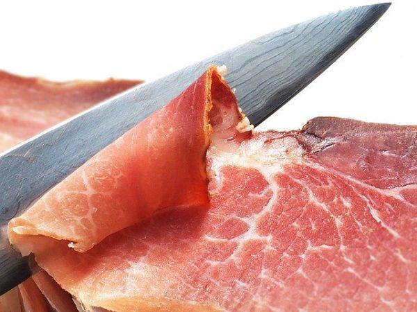 2 milliárd forintból korszerűsödik a húsfeldolgozás és a csomagolás a Pápai Hús Kft. telepén - képünk illusztráció