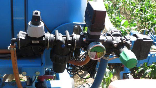 A folyékony műtrágya adapter nyomás- és mennyiség szabályozó egysége (Fotó: Omikron Kft.)