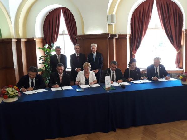 Az intézmények vezetői aláírták az integrációról szóló megállapodást a Szent István Egyetem rektori dísztermében - Fotó: Magro.hu - CSZS
