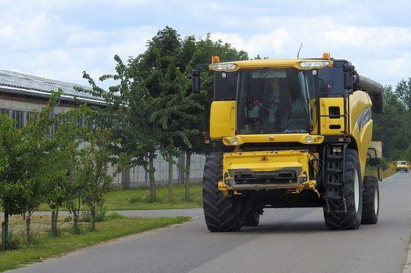 A közlekedők fokozott figyelmére és türelmére van szükség a következő időszakban az aratási munkák miatt