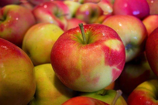 Az almát különítsük el más terményektől, mert az általuk termelt etiléngáz megrohaszthatja azokat (Fotó: Pixabay, MarcoRoosink)