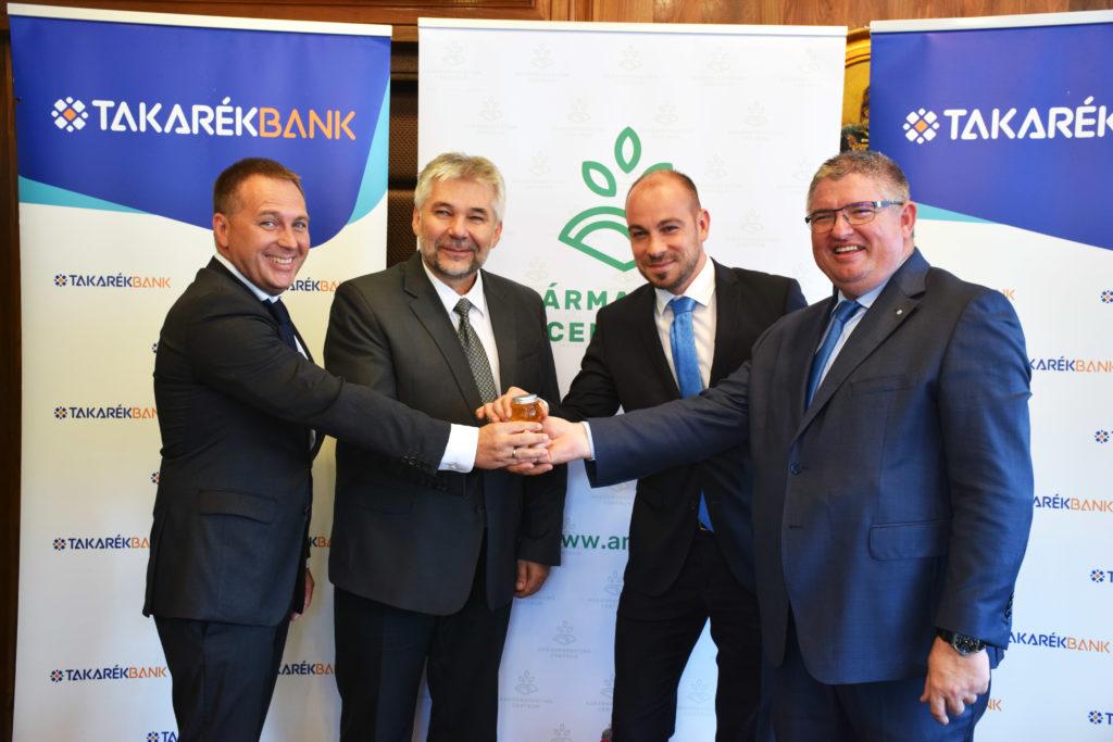 Stratégiai megállapodást írt alá az Agrármarketing Centrum, az Országos Magyar Méhészeti Egyesület és a Takarékbank