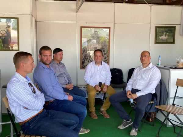 Gyakorló gazdák és a mezőgazdasági vállalati szektor szakemberei is részt vettek a kerekasztal beszélgetésen a 2020-as Bábolnai Gazdanapokon - Fotó: Magro.hu