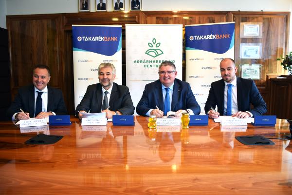 A mosoly a magyar méhészet jövőjének szól - megállapodott az AMC, a Takarékbank és az OMME, hogy közösen dolgoznak az ágazatért