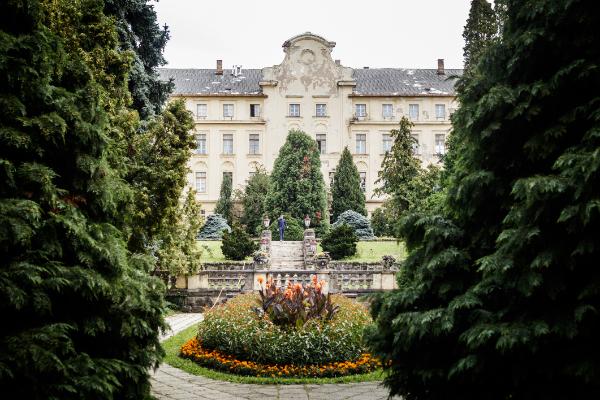 Agrárfejlesztések sorát támogatja az NKFIH - képünkön a Szent István Egyetem gödöllői főépületének kertje - Fotó: Adam's Photovision