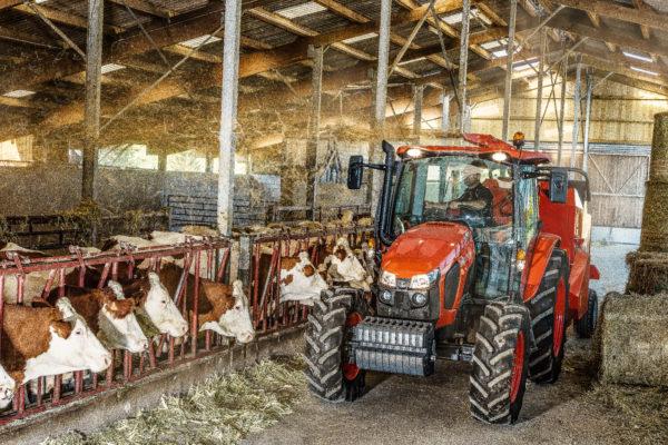 A Kubota M5001 sorozat az állattartáshoz szükséges munkákban is megbízható