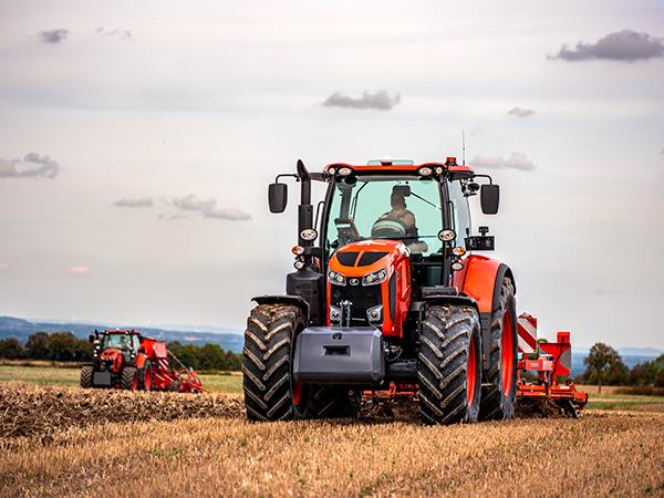 Kultivátorozásra is alkalmas az M7003 sorozat