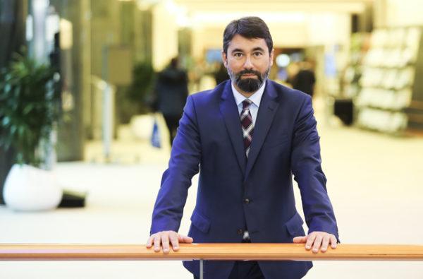 Hidvéghi Balázs európai parlamenti képviselő, aki az állatok szállítás közbeni védelmével foglalkozó bizottság tagja