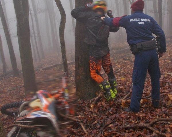 Kényszerintézkedés az erdei rendbontók ellen- Fotó: Duna-Ipoly Nemzeti Park Igazgatóság