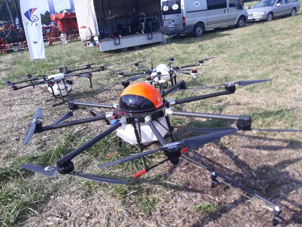 A dróntechnológia jelentősen megváltoztatja a magyar mezőgazdaság gyakorlatát is - Fotó: Magro.hu, CSZS, Bábolna