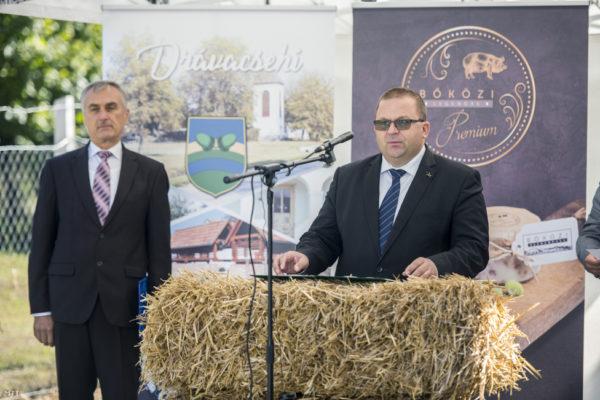 Dr. Bognár Lajos egy vágóhíd és egy húsfeldolgozó üzem átadóünnepségén Drávacsehiben 2019. október 8-án. Fotó: Sóki Tamás / MTI