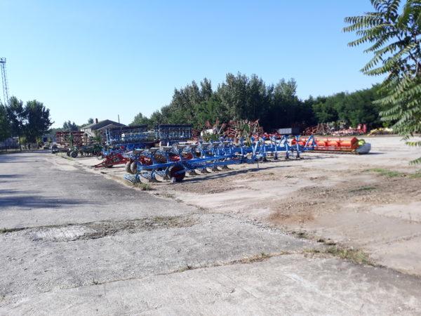 A napraforgó termesztés forgatásos technológiájának fontos része az eke - Fotó: Magro.hu, CSZS, Oszkó
