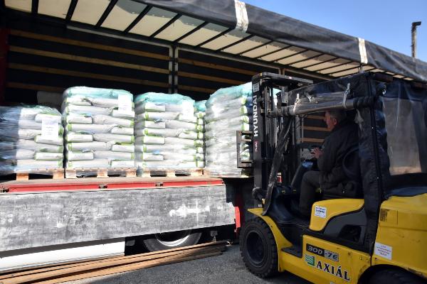 4 ezer kazah hektárra való martonvásári hibridkukorica vetőmag indult útnak - Fotó: MTI, Mészáros János