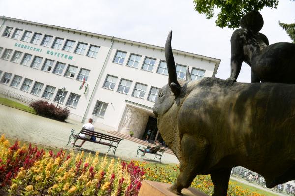 Komoly és előremutató változásokat hoz a Debreceni Egyetem agrárképzésébe az új rektorhelyettes - Fotó: hirek.unideb.hu