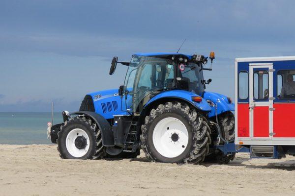 Jó traktorosra Dániában is szükség van, de a külföldi munka jóval kevesebbet ér, mint a hazai