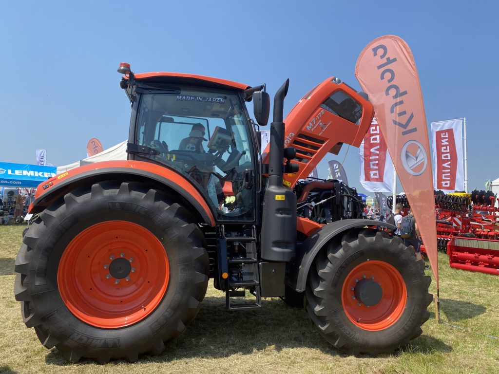 Prémium traktor kategóriában a Kubota M7 várta a termelőket - Fotó: Magro.hu, Mezőfalva