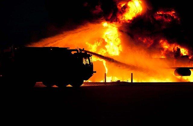 Elhúzódó, vagy különösen veszélyes erdőtüzek, szabadtéri tüzek esetében kialakíthatóak helyszíni irányítási pontok, az egységek mobilabbak, nagy területen végzett munkájukat könnyebben és gyorsabban össze lehet hangolni - képünk illusztráció