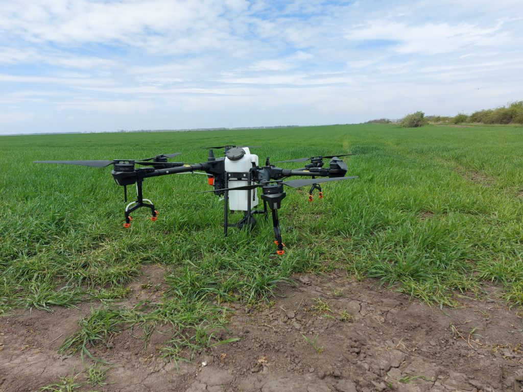 Fontos kérdések és fontos válaszok jelentek meg a mezőgazdasági drónok használatáról a MAGOSZ közösségi média felületén - Fotó: Magro.hu, CSZS, Újpetre