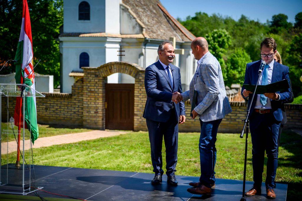 Fejlesztéshez kaptak 30 milliárd forintot a baranyai gazdák, a támogatói okiratokat Nagy István agrárminiszter adta át Sombereken - Fotó: Pelsőczy Csaba, MTI