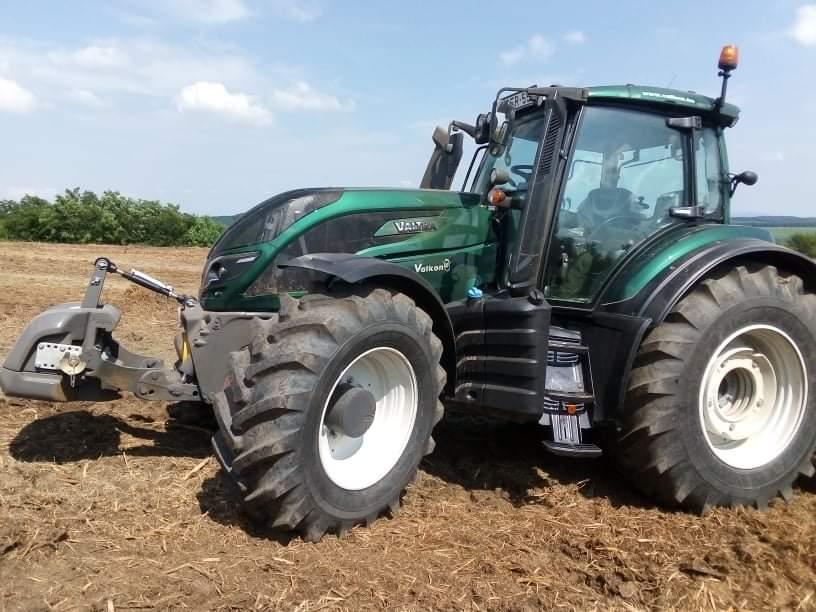 Frontfüggesztés egy Valtra traktoron - Fotó: Valkon Kft.